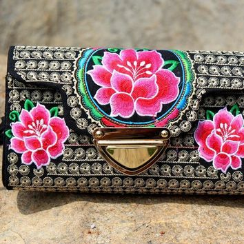 New Coming Hasp Carrier!Hot National Embroidered Carry Bags Embroidery Unique Shoulder Messenger Bag Women's Day Clutch Handbags