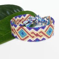 "colorful intricate macrame bracelet, knotted unisex adult friendship bracelet ""twisted diamonds"", 14,5 cm (5,7 inches)"