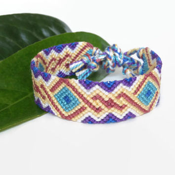 """colorful intricate macrame bracelet, knotted unisex adult friendship bracelet """"twisted diamonds"""", 14,5 cm (5,7 inches)"""