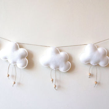 White Cloud Garland, Felt Clouds Wooden Beads, White Clouds, Cloud Banner, Cloud Bunting, Neutral Garland, Wood Twine Felt, Cloud Wall Decor