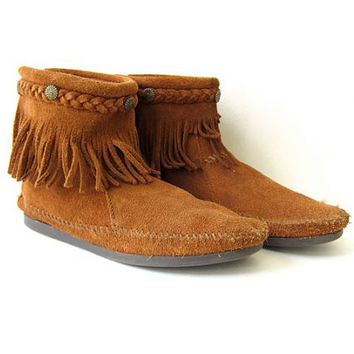 Vintage moccasin boots. fringe ankle boots. suede zip up boots. peasant festival wear booties.