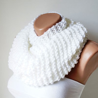 SNOW-Infinity Scarf, Loop Scarf, Circle Scarf, Winter Cowl - White Chunky