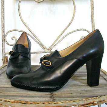 Vintage Black Pumps / 70s shoes / womens loafers / oxfords / Electa Co / leather shoes / Made it Italy / size 7