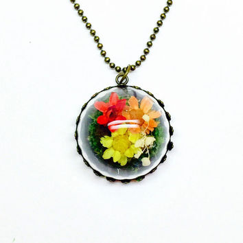 Terrarium Necklace, Woodland Jewelry, Nature Inspired, Small Dried Flowers, Flower Accessories, Terrarium Jewelry, Colorful Pendant