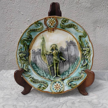 French antique majolica plate, decorative plate, antique plates, French plates, Joan of Arc plate, majolica plate, french wall plate, plate