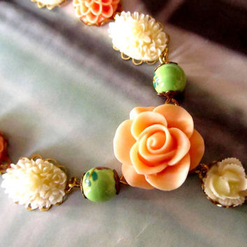 Fabulous Resin Flower Necklace colorful by 4TasteofShabbyChic