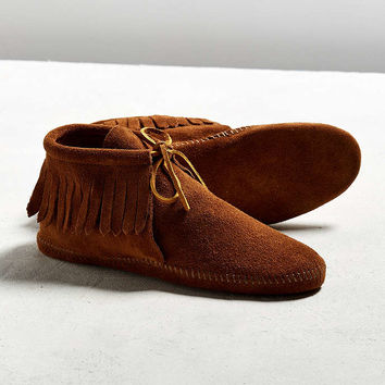 Minnetonka Classic Fringe Boot - Urban Outfitters
