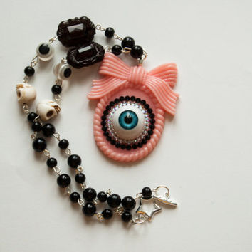 Creepy Candy Eyeball Necklace - Pink