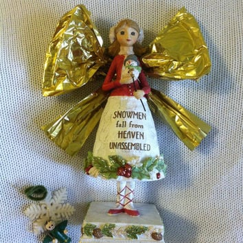 Angel Statue Vintage Resin Angel Figurine Holding Baby Snowman Red White Green Christmas Sculpture Snowmen Fall from Heaven Unassembled Gift