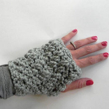 Crochet Pattern- Women's Fingerless Gloves Pattern. Women gloves pattern. Crochet Gloves Pattern