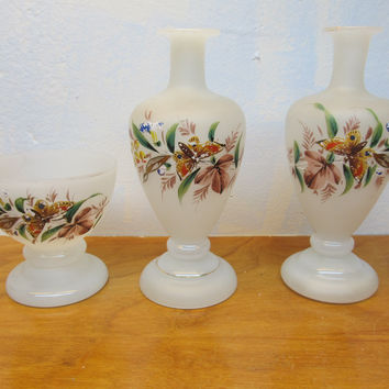 VINTAGE THREE PIECE DRESSER SET, TWO BUD VASES, ONE TAPER CANDLE HOLDER