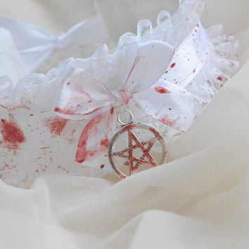 Possessed one - white gothic collar choker necklace with pentagram pendant and artificial technical blood painted on it