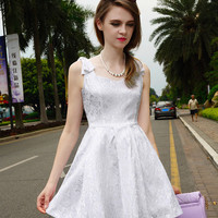 White Sleeveless Lace Sweetheart Neck Sheath A-line Mini Skater Dress with Mesh Accent