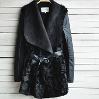 DCCKIX3 2015 Brand Black shearling panel waterfall biker jacket Women Fur Coat with Sashes long PU Leather Outerwear Patchwork casacos (Color: Black) = 1932286276