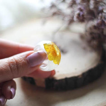 Resin ring, clear resin ring with real flower, transparent resin ring, terrarium jewelry, faceted resin ring, real dried flower jewelry