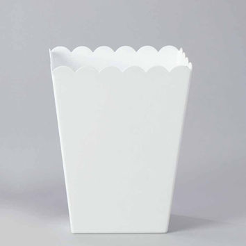 Plastic Large Scalloped Container, 7-3/4-Inch, White