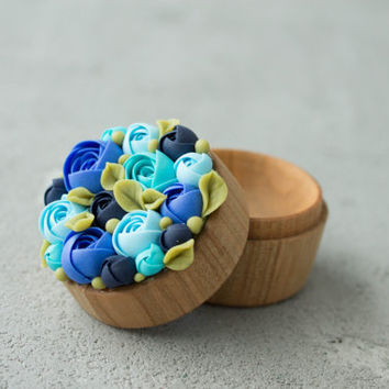 Blue Turquoise Rose Flower Ring Box Wooden Round Decorated Engagement Ring Holder Ring Case Wedding Bridal Birthday Gift Decor