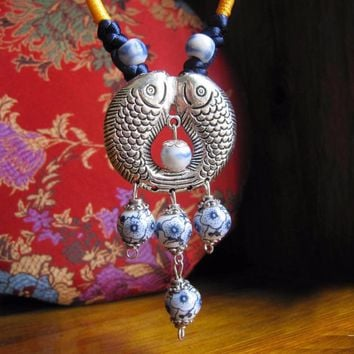 Romantic Koi Love Two Fish Pendant Necklace Chinoiserie Vintage Style Chinese Blue White Porcelain Bead Carp Long Necklace Gift