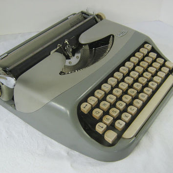 Vintage MANUAL TYPEWRITER Royal 2 Tone Gray Circa 60s w/ Case Grey