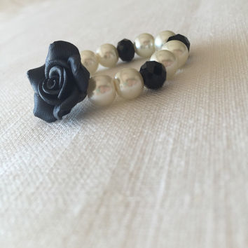 Pearl Baby Bracelet with Black Rose, Pearl Baby Bracelet, Kid's Jewelry, Toddler Jewelry, White Pearl Baby Bracelet, Toddler Bracelet