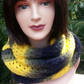 Hand Knit Infinity Black Yellow Scarf, Knit Chunky Scarf. Winter Scarf. Circle Scarf