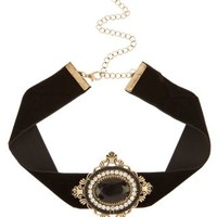 New Look Mobile | Black Velvet Baroque Pendant Choker Necklace