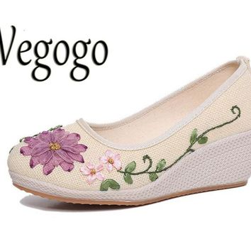 Vintage Embroidered Women Shoes Ethnic Natural Linen Shoes Slope Heel Retro Cloth Canv