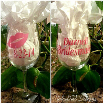 Wedding Wine Glasses for Bride and Groom with vinyl, Vinyl Beer Glass for Grroom / Groomsmen, Vinyl Wine Glass for Bride/  Bridesmaids