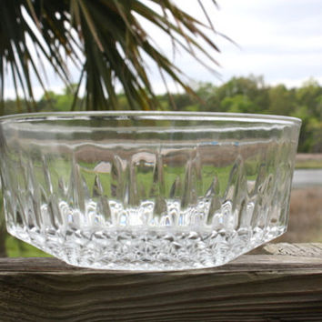 Arcoroc FRANCE Diamond Pattern Starburst Glass Serving Bowl.  8 inch serving bowl.