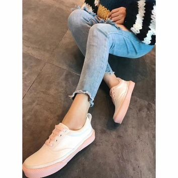 Celine Cylin 2018 spring color contrast white shoes low to help round head with low heel casual shoes women's flat canvas shoes sneakers pink