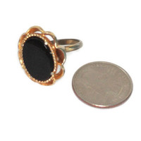 Black Glass Ring Oval Face Gold Tone Scalloped Frame Signed Napier Adjustable Vintage