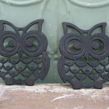 Vintage Owl Trivets, Set of Two Owl Trivets, Vintage Kitchen Decor, Collectible Owls, Big Eyed Owls