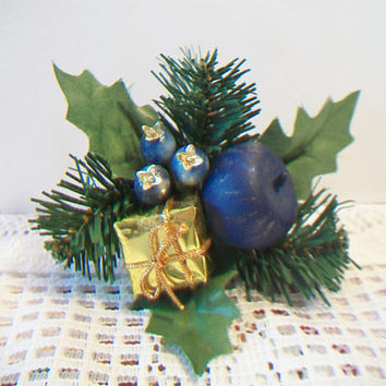 Vintage Blueberries Christmas Corsage Pin Retro Blue Fruit Holiday Jewelry Kitsch Accessories