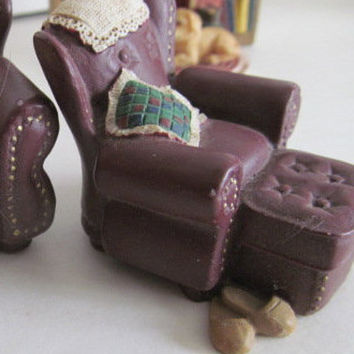 Dollhouse Leather Chair w/ ottoman  Miniature Dollhouse Shadow box Decor Dollhouse miniature Display resin vignette Dollhouse Diorama