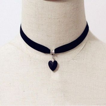 Vintage Black Velvet Choker Crystal Heart Pendant Gothic Handmade Punk Necklace (size: 35 Cm Color: Black) = 1946157764