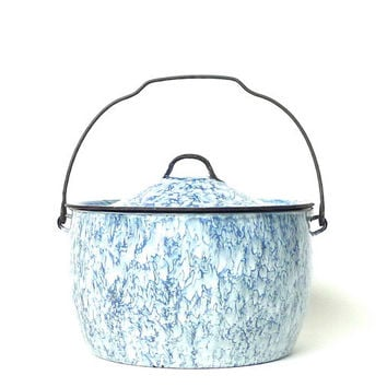 Blue and White Swirl Graniteware Pail With Lid