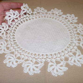 White Crocheted Doily, Table Centrepiece, Tray Cloth, Damask Centre, Linen Center, Handmade Doily, Crocheted Doily, Retro Doily, 0505