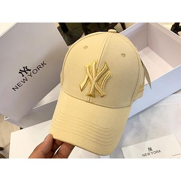 MLB 2019 new men and women embroidered NY letter shatter-resistant baseball cap Apricot