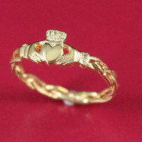 Claddagh ring, ladies 10k solid gold claddagh ring on celtic rope band.
