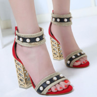 The new style of peep-toe sandals with thick heels and high heels are made of crystal