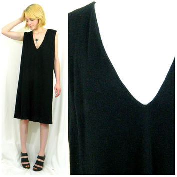 60s vintage shift dress / Deep V low cut black dress / Sack dress tunic / Mod minimalist knee length sleeveless / size medium