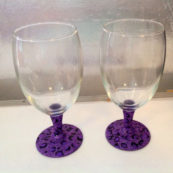 Leopard Print Glass Set, Custom Wine Glass, Painted Glass Set, Glitter Wine Glass, Girls Night Out, Party Favor, Animal Print Table Decor