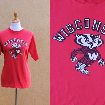 Vtg Bucky Wisconsin Badger T-shirt unisex men's medium women's large Red University of Wisconsin Football Basketball Hockey Soccer