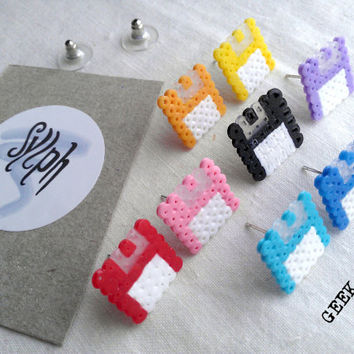 Retro 8bit pixelart floppy disk stud earrings Geek IT in varius colors made of Hama Mini Perler Beads