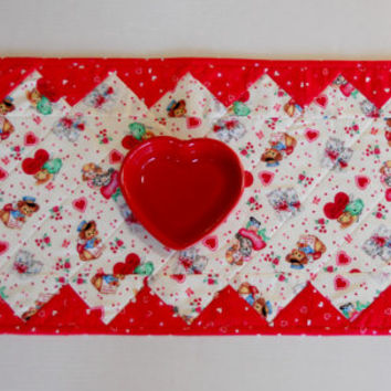 Valentine Quilted Table Runner Hearts, Puppies, Kitties, Dolls Vintage Style