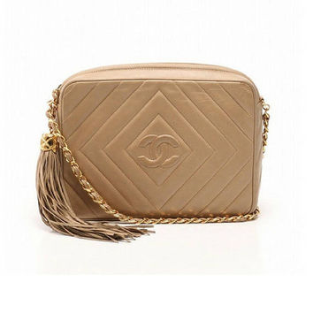 Vintage Chanel beige lamb leather 2.55 camera bag style chain shoulder bag with fringe and CC stitch mark. Chevron diamond shape stitches.
