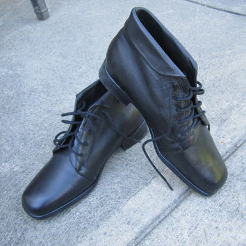 Vintage Granny Boots Black Leather St. John's Bay Ankle Boot Lace Up Ankle Boot Size 6 US