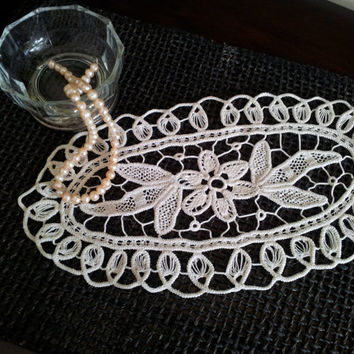 Handmade, Vintage Oval Romanian Macramé, Crochet Point Lace Doily, Natural Cotton, Ivory Color table linen from 1970