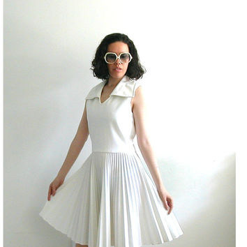 Vintage 1960s Dress / 60s cocktail dress / white pleated dress /  Eve Le Coq / Marilyn dress / short wedding dress / full skirt dress / S M
