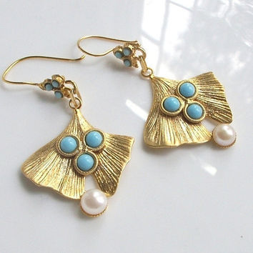 Pearl and Turquoise Earrings by BoreasDesign on Etsy